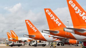 EasyJet sells aircraft for more liquidity
