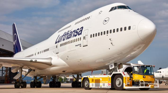 Lufthansa takes old Boeing 747-400 aircraft back into service